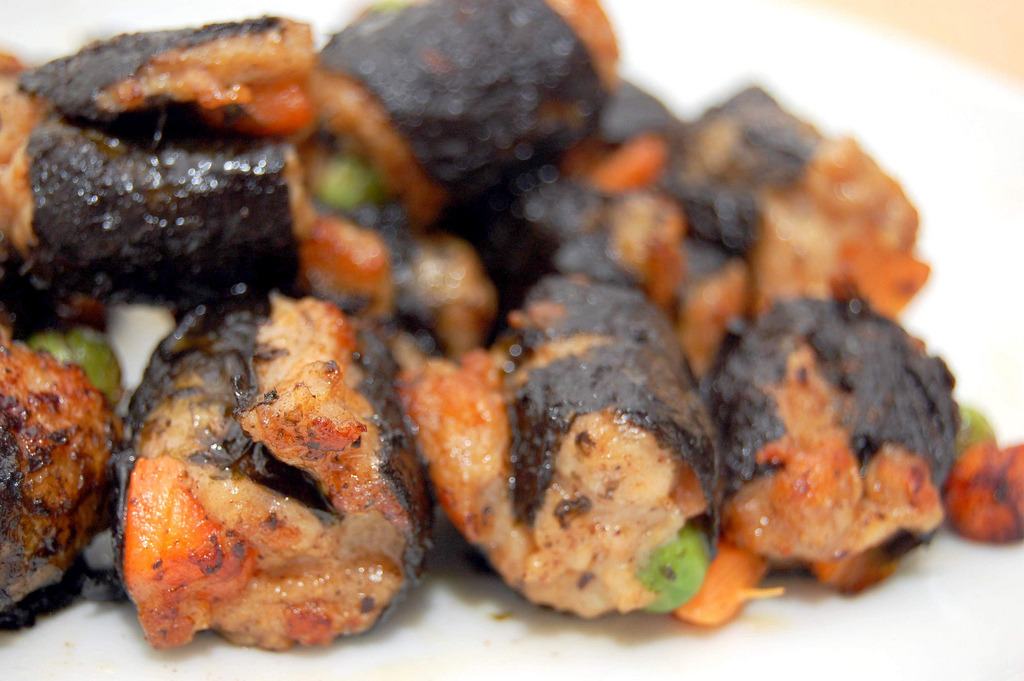 Seaweed Chicken Minced Rolls (by Tricia Lee Sook Ling)